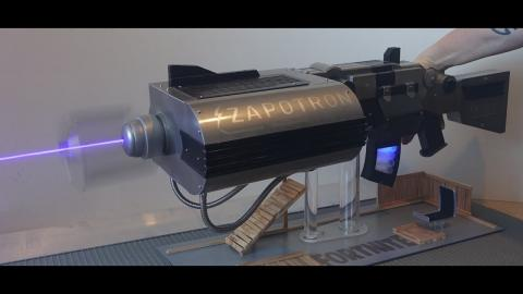 LEGENDARY FORNITE WEAPON becomes reality: Burning laser ZAPOTRON